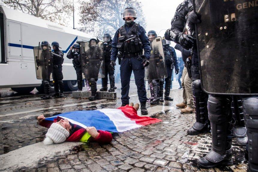 Poskupljenje dizela zapalilo Pariz i ugrozilo nepopularnog Macrona