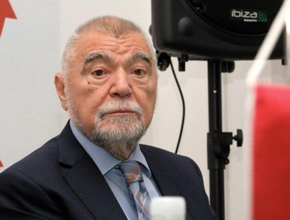 Stipe Mesić u Jasenovcu: HOS je pred Esplanadeu donio top, stajali do zuba naoružani ljudi u crnom i plašili građane