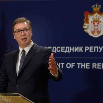 Vučić na velikom mitingu spominjao i Hrvatsku: Hvali se da će u Srbiju doći Volkswagen