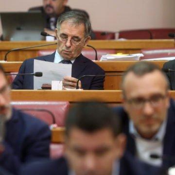 """Pupovac je stvarno """"došao do krajnjih granica"""", ali ne želi napustiti Plenkovića"""