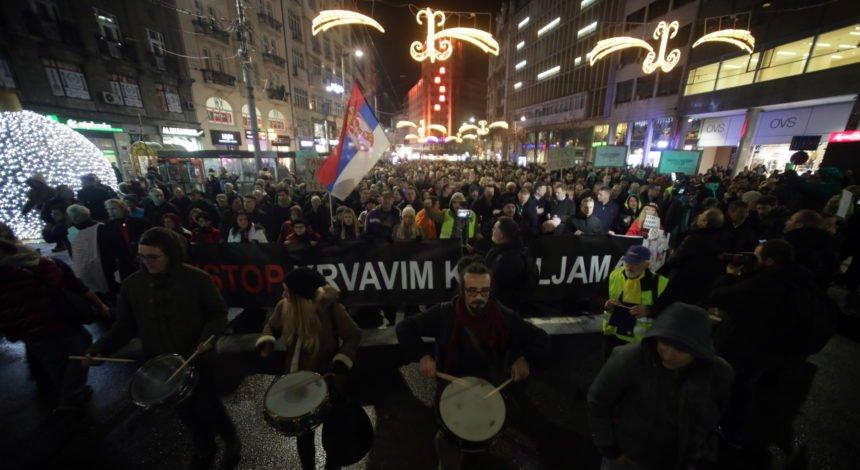 Srbi ustali protiv Vučića, a on krivca traži u Hrvatskoj i HTV-u