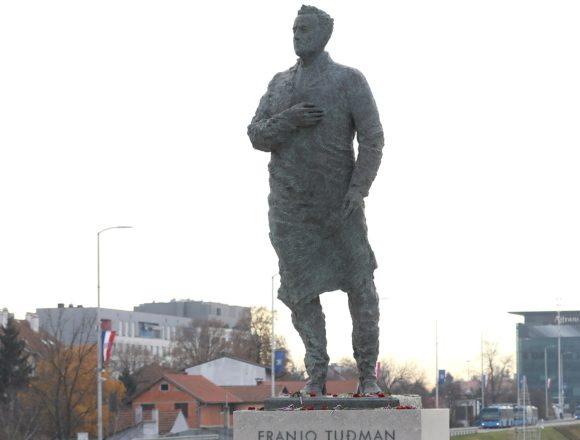 Tuđmanov spomenik u Zagrebu nikome se ne sviđa, ali se rijetki usude to javno reći