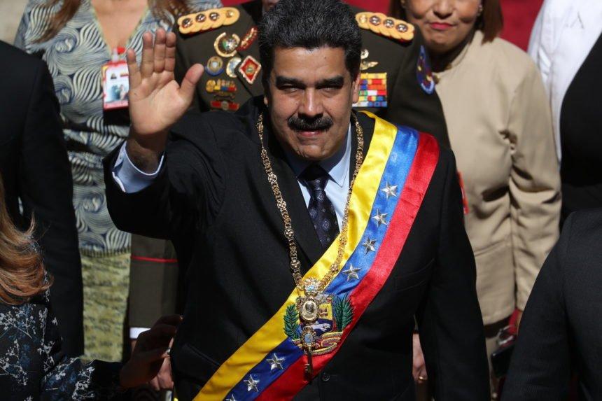 Tajnoviti zrakoplov u Caracasu: Venezuelanski diktator uz pomoć Rusa prodaje zlato iz državne riznice