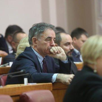 Pupovac govorio o velikim katolicima i suverenistima koje ugrožavaju pederi i Srbi, Podolnjaka nazvao huljom