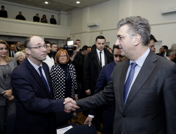 "Plenković optužio oporbu za diletantizam: Protiv HDZ-a idu neznalice koje koriste ""fake činjenice"""