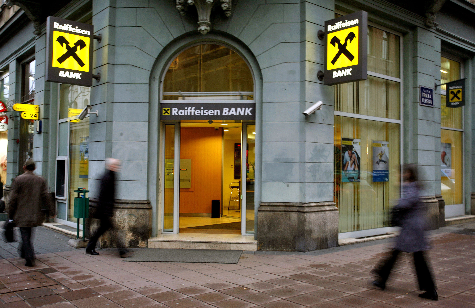 Nevjerojatan Podatak Banke Naplaćuju Građanima čak 400
