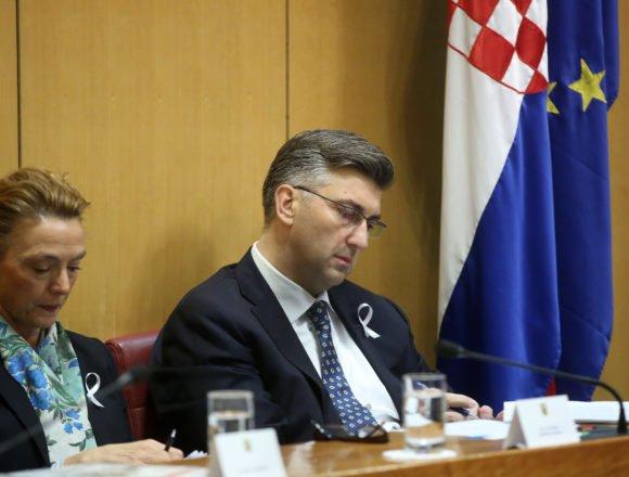 Kako uspjeti u Hrvatskoj: Učlaniti se u dvije vladajuće stranke ili nositi ministra na ramenima