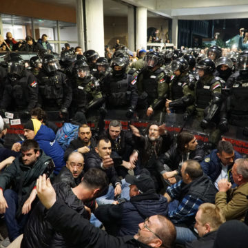Srbija u krizi: Može li ekstremni desničar Obradović srušiti bivšeg šešeljevca Vučića?
