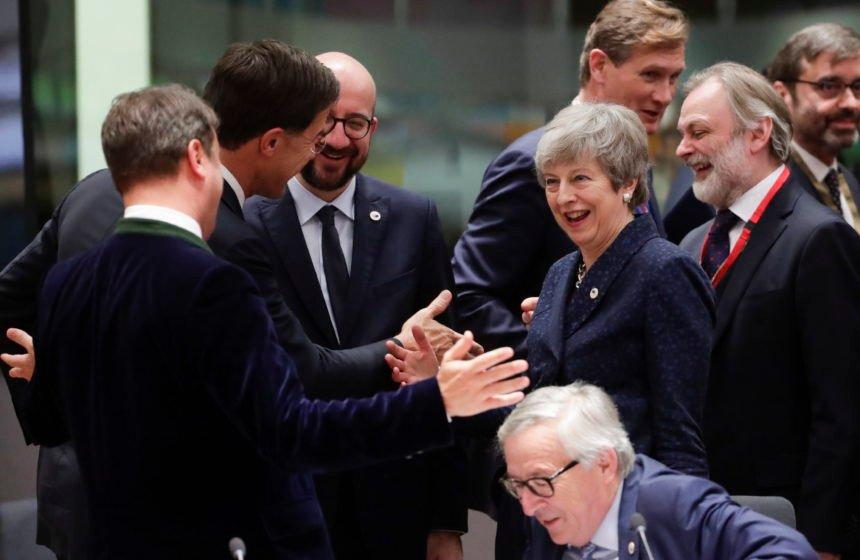 Europska unija zaprijetila Theresi May: Ili ispunite naše uvjete ili vam slijedi 'divlji razvod'