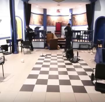 Žuti prsluci upali u masonsku ložu: Isprevrtali namještaj i razbili umjetnine
