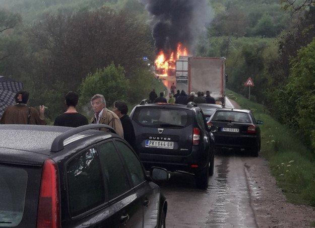 Izgorjeli u busu: Četvero ljudi poginulo u stravičnom sudaru