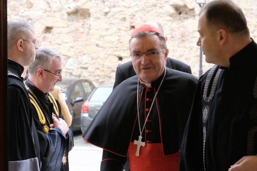 Papin izaslanik kod Bozanića: Provjerava kako je završio proces protiv prebendara