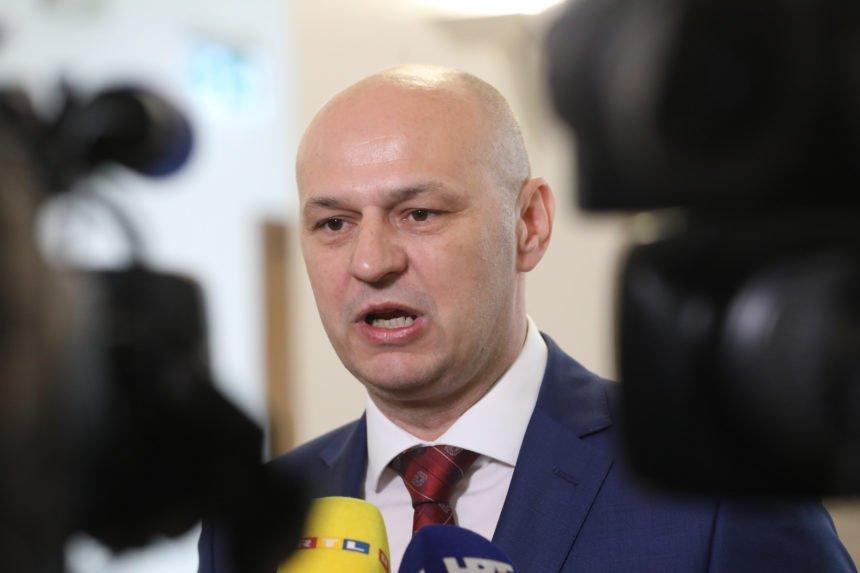 Veliki udar na Mislava Kolakušića: Napustilo ga je troje suradnika
