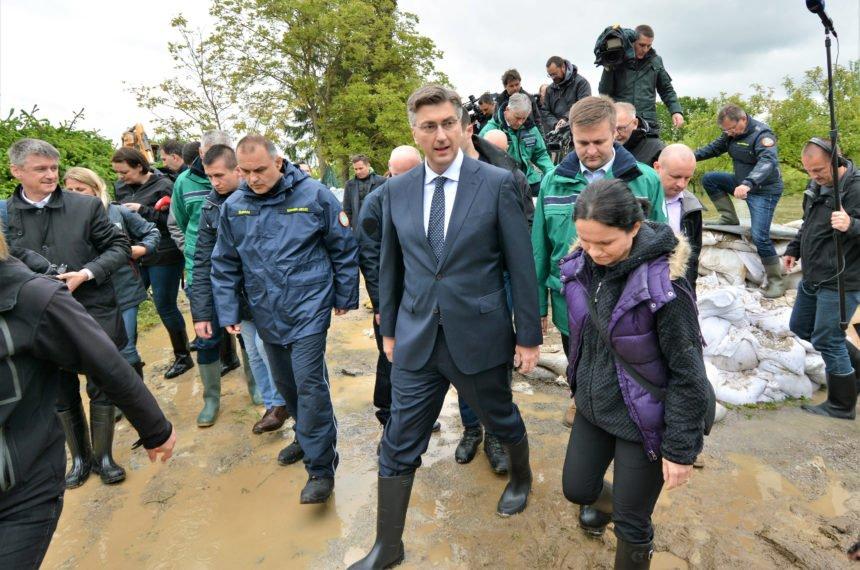 Mačak u gumenim čizmama: Premijer Plenković obišao poplavljeni Karlovac