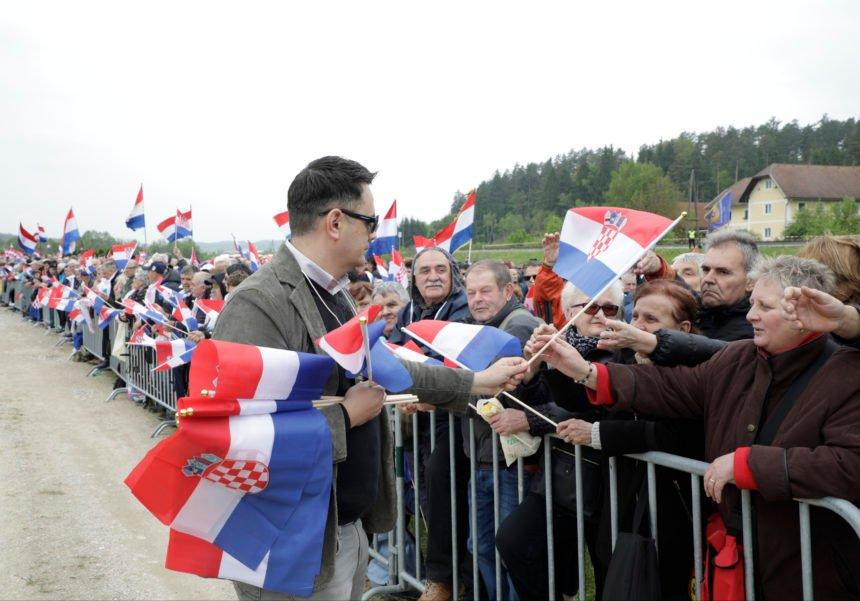 Ivo Lučić: Zašto su protivnici komemoracije u Bleiburgu nosili jugoslavensku zastavu?
