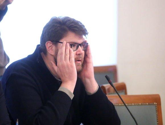 UPAO U VLASTITU STUPICU: Peđa Grbin uopće nema ideju kako riješiti tešku krizu u SDP-u