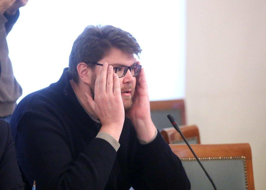 Peđa Grbin ima dvostruke kriterije: Na Plenkovića i Kolindu drvlje i kamenje, a od Milanović samo traži objašnjenje