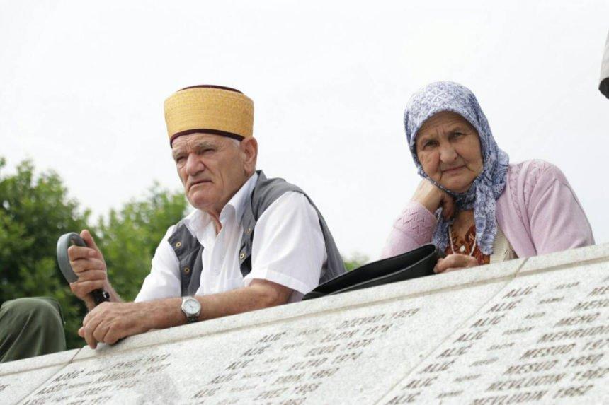 """Provokacija u Srebrenici uoči komemoracije genocida: Srbi postavili ploču u spomen na žrtve """"muslimanskih hordi"""""""