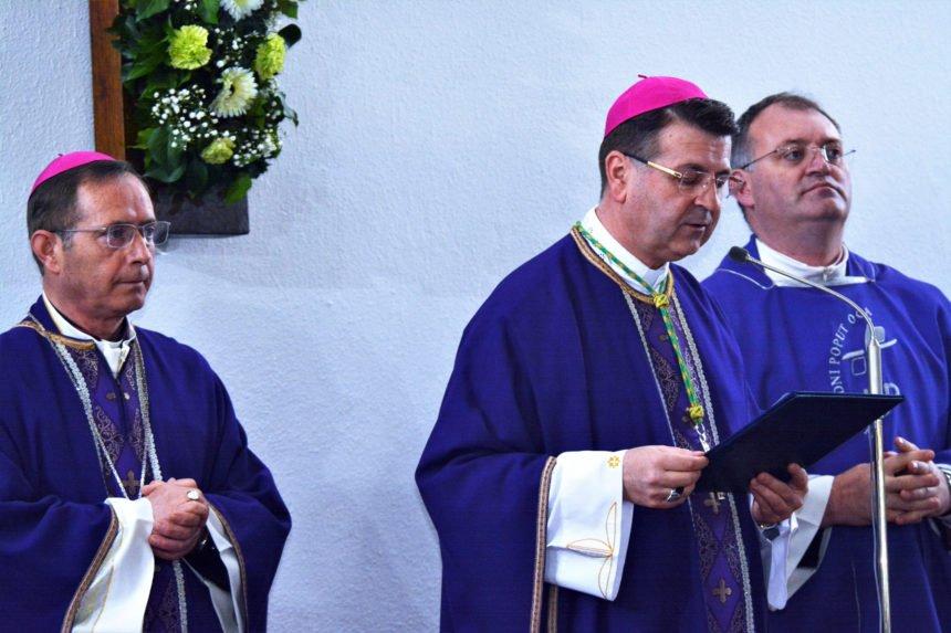 Biskup tvrdi da se u Hrvatskoj jedino ne može raspravljati o komunističkim zločinima: Jesu li za to krivi HDZ i SDP?