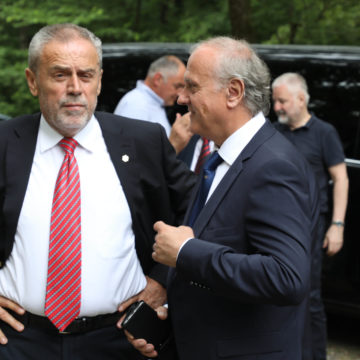 Bošnjaković objasnio zašto neće biti zabranjen pozdrav Za dom spremni