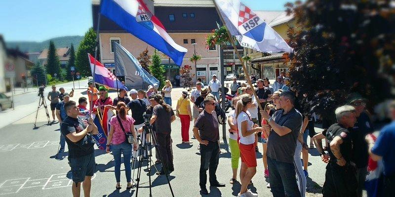 Predsjednik HSP-a Starčević na prosvjedu protiv ulaska ilegalnih migranata: Hrvatska vojska mora čuvati granice