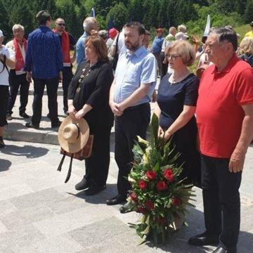 """Obilježavanje bitke na Sutjesci: Zašto je Plenković poslao svog izaslanika koji je položio vijenac """"partizanskim herojima""""?"""