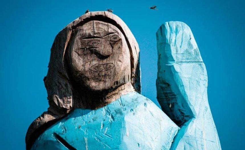 """Slovenci digli spomenik Melaniji Trump: Neki ga već nazivaju """"strašilom"""""""