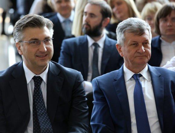 """Plenković i Marić na jednoj, a Kujundžić i Divjak sa svojom """"pastvom"""" na drugoj strani: Premijer negativac, a ministri pozitivci?"""