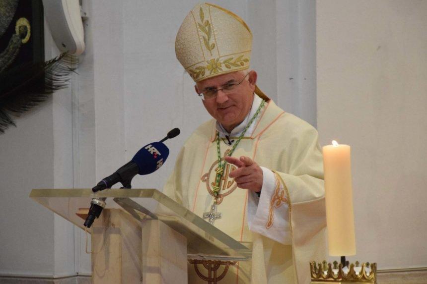 Biskup Uzinić pozvao feminističku teologinju i izazvao kritike: Napadaju ga neki katolički portali, ali i crkveni krugovi
