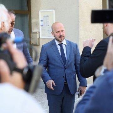 """Maras optužuje Škoru i Kolakušića da izbjegavaju odgovarati na novinarska pitanja. """"Škoro ne može izbjeći povezanost s HDZ-om i Ivom Sanaderom"""""""