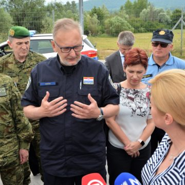 Ministar Božinović otkrio da je uhićen i jedan član nevladine udruge koji je ilegalno prelazio državnu granicu