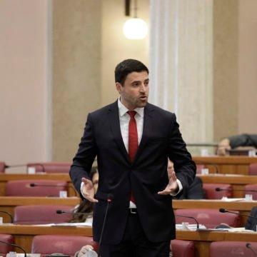Bernardić o smjeni Kujundžića: Trebaju reagirati Ustavni sud i predsjednica Kolinda