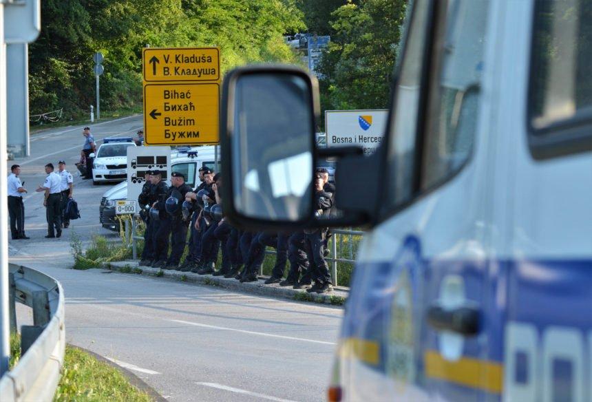 Policija je samo čuvala granice od ilegalnih migranata: Postupali smo po zakonu i nismo upotrijebili silu