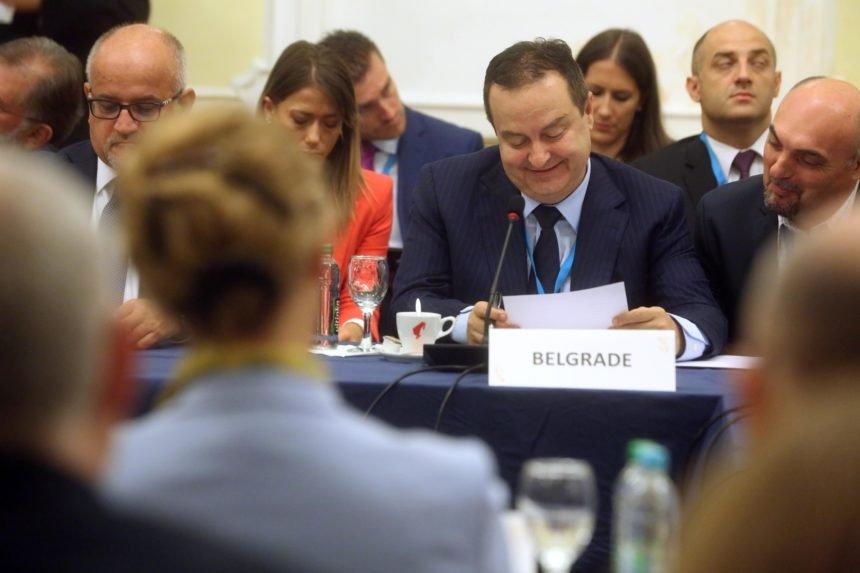 Skandalozni Ivica Dačić: Bi li i Kolinda uzela motku i tukla srpsku djecu po kafićima?