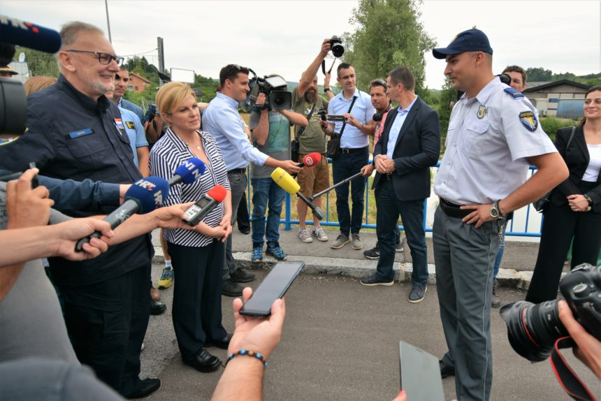 BiH mediji: Hrvatski policajci pretukli 18 migranata pa s njima ilegalno ušli na teritorij BiH