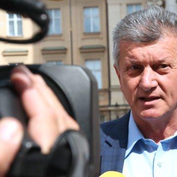 """Kujundžić obećao veće plaće za liječnike i sestre. Tvrdi da je dobio """"zeleno svjetlo"""" od ministra financija"""