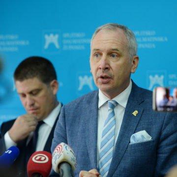 HDZ-ovi gradonačelnici Franković i Opara žale se ministru Butkoviću na taksiste: Ometaju građane i hitne službe