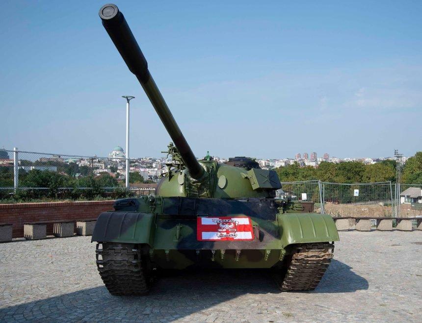 Provokacija iz Beograda: Crvena zvezda ispred stadiona parkirala tenk s kojim je JNA napala Vukovar