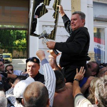 VIDEO: Što je sutkinja poručila branitelju koji je razbio dvojezičnu ploču u Vukovaru