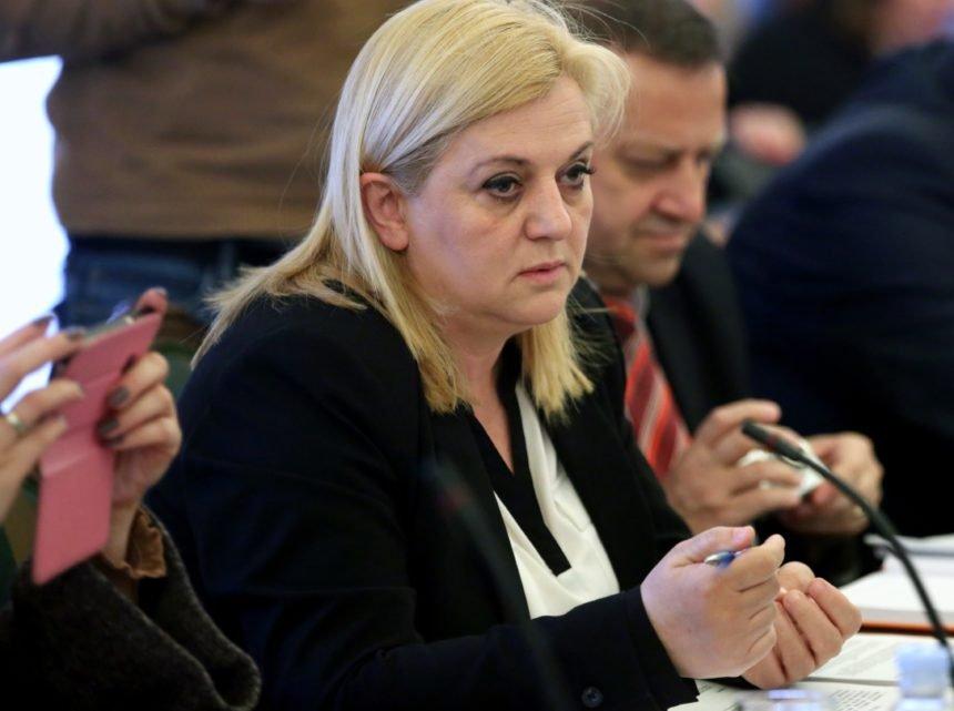 """Srpska zastava i kosovski izbori: Kako je zastupnica Ermine Lekaj Prljaskaj """"postrojila"""" urednike HRT-a"""