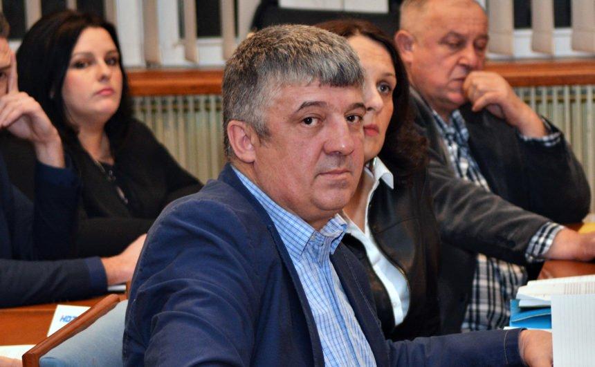 Kako je pao Petar Krmpotić: Bivši HDZ-ov gradonačelnik Gospića otišao raditi u Irsku kao skladištar