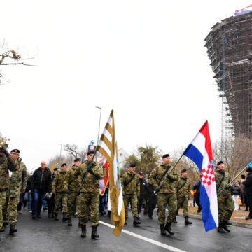 """HDZ odgovorio """"bijesnom"""" Zoranu Milanoviću: I dalje ćemo koračati s desetinama tisuća građana u Vukovaru"""