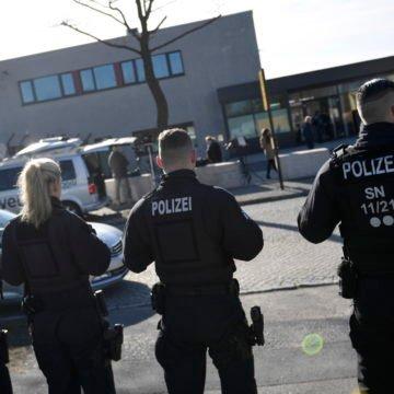 Što se to događa u Njemačkoj: Dvije osobe ubijene ispred sinagoge, bačena bomba na židovsko groblje