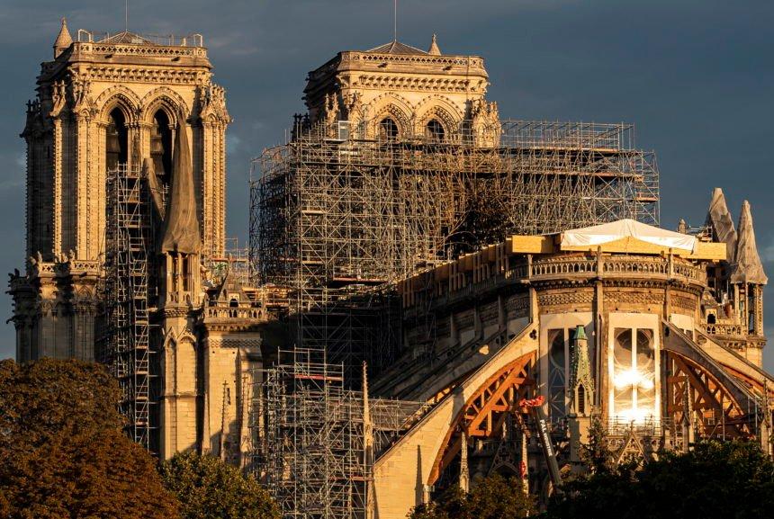 Osuđene islamistice: Plinskim bocama i benzinom namjeravale izvršiti teroristički napad ispred katedrale Notre Dame
