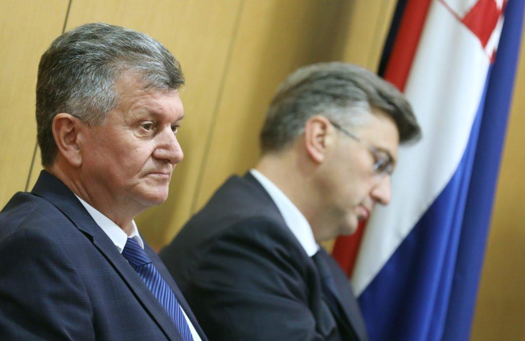 Premijer prelomio: Smijenio ministra Milana Kujundžića