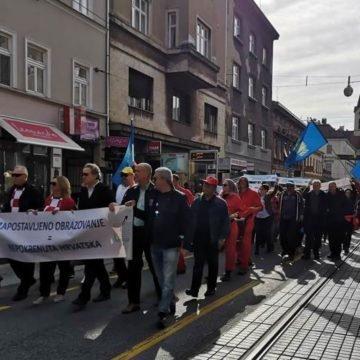 Sindikalci prosvjeduju u dresovima reprezentacije: Bez nas ova naša domovina nema nikakve šanse