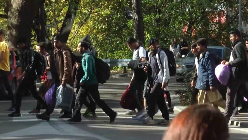 Policija potvrdila: Kod ilegalnih migranata nalazimo sablje i noževe