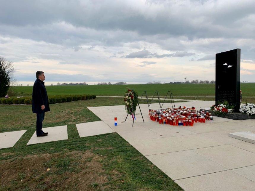 Radikalna ideja Zdravka Tomca: Milanoviću treba zabraniti dolazak u Vukovar, on je vjerni sljedbenik diktatora Tita