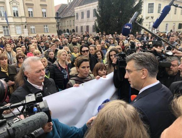 Plenković izišao pred prosvjednike na Markovu trgu: Evo kako su reagirali učitelji