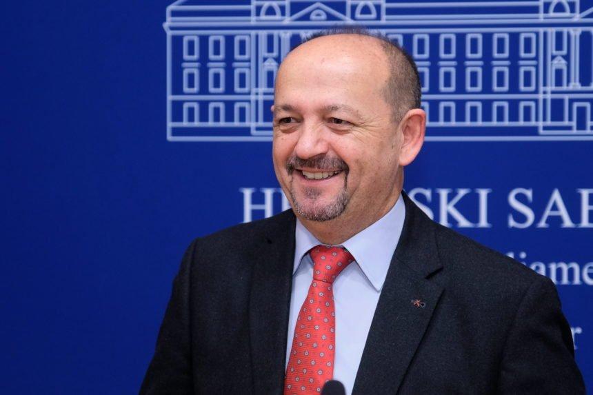 Lovrinović otkrio nevjerojatan podatak: Samo jedan strani lanac posluje pozitivno i plaća porez na dobit